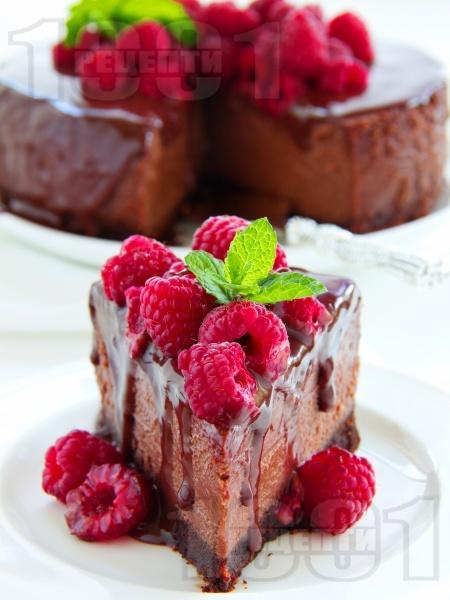 Шоколадов чийзкейк с малини и шоколадов топинг - снимка на рецептата